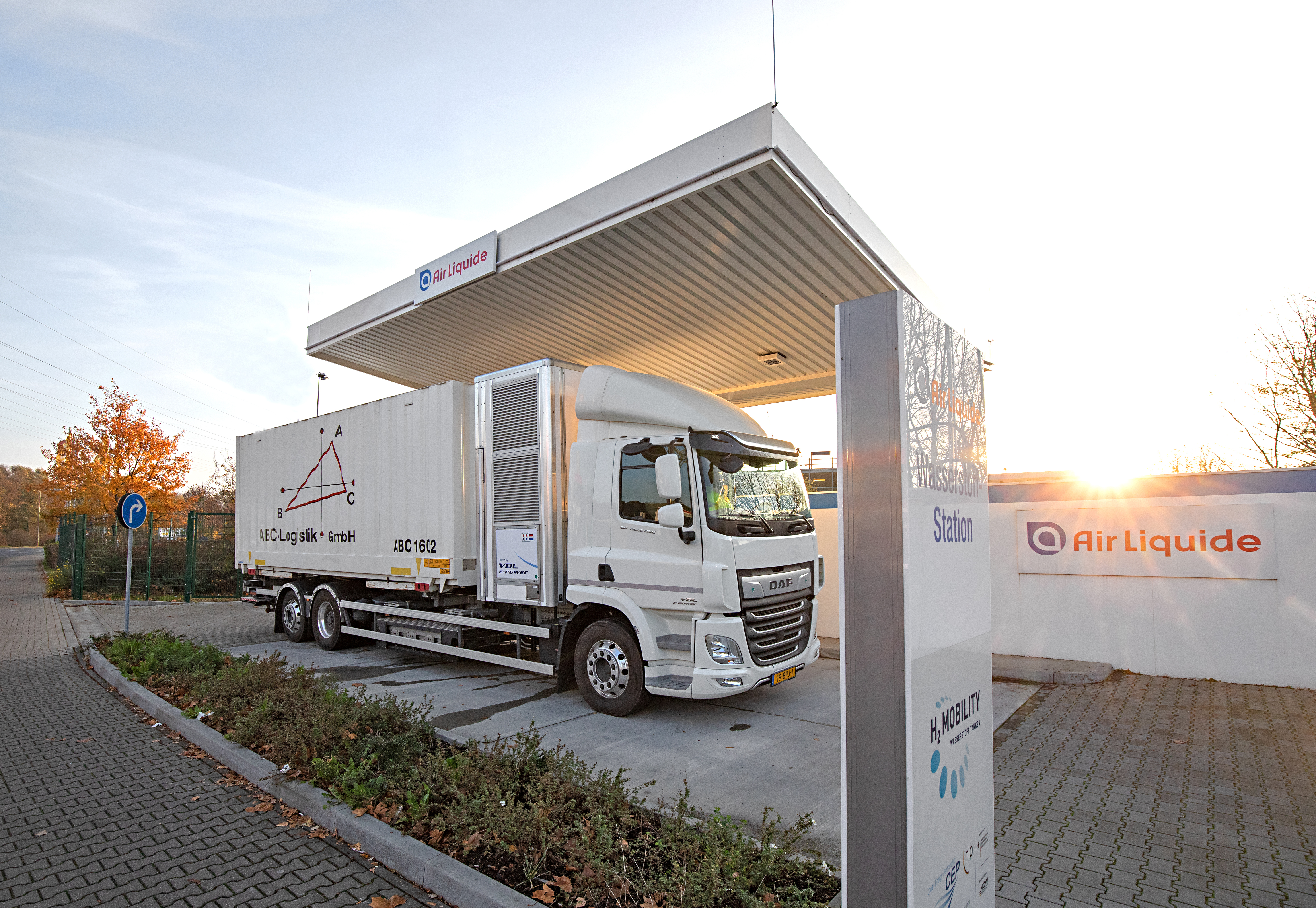 H2-Share-hydrogen-truck-demonstration-Dusseldorf-ABC-Logistik_1.jpg